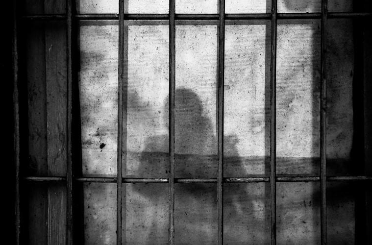 ▲▼監獄,牢獄,牢獄之災,坐牢。(圖/翻攝自免費圖庫unsplash/Photo by Ye Jinghan on Unsplash)