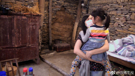 ▲吳尊帶8歲女兒NeiNei參加芭蕾舞考試。(圖/翻攝自微博/吳尊)
