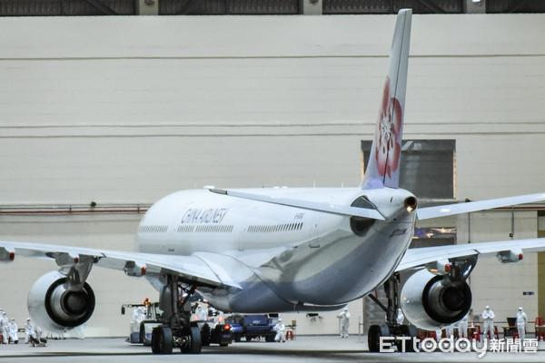 華航2專機3/29、3/30載回滯留湖北台人 「每架載客不超過220人」
