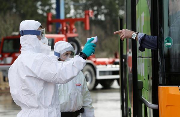 中國快篩試劑錯誤率達80%?捷克官員稱「方法不對」:僅2到3成