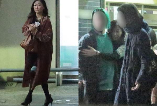 中山美穗被日本媒體捕捉,半夜至酒吧續攤後狂飲,直至清晨才搖晃從店內走出。(翻攝《女性SEVEN》)