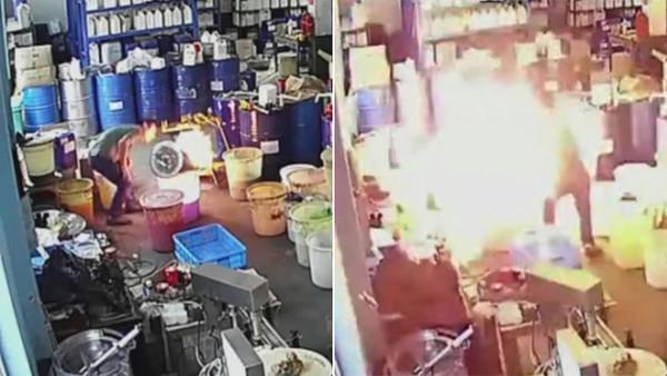 ▲▼影/ 員工滅火竟用「嘴巴吹」 害火勢燒全工廠19死…無視滅火器在腳邊。(圖/翻攝微博)