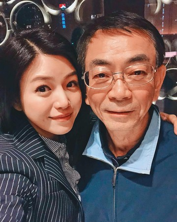 陳妍希跟爸爸陳欽榮感情很好。(翻攝自陳妍希IG)