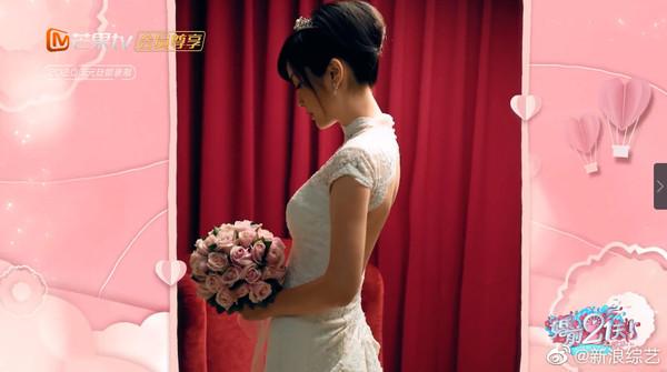 ▲吳尊老婆林麗吟年輕時自己去拍婚紗照。(圖/翻攝自微博)