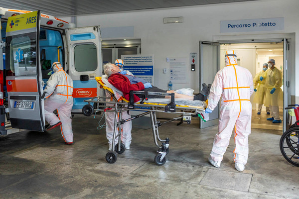 不斷更新/疫情擴散160多國!全球27萬人感染 西班牙再增4946例