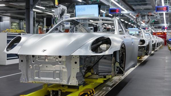 ▲保時捷德國工廠將停產至4月4日 禁出差、遠距作業加強防疫。(圖/翻攝自Porsche)