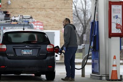 汽油狂降到台幣8元!美國加油站「比水便宜」 店員:庫存早就賣光
