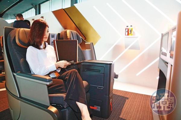 星宇航空在窄體客機使用全平躺商務艙座椅,並與米其林主廚合作設計獨家菜單。