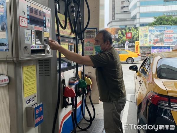Re: [新聞] 交部補助計程車每月2000元油錢 開跑才1