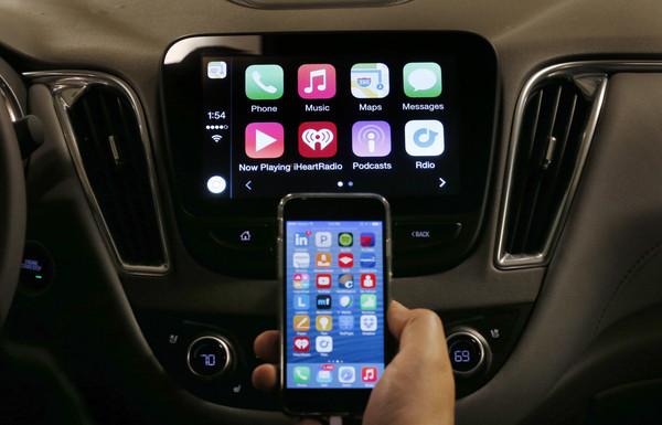 比酒駕更危險的開車習慣?Android Auto讓駕駛分心長達16秒(圖/達志影像/美聯社)