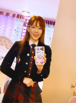 ▲太妍隔15年穿「全州藝高」校服 粉興奮:藍色那套沒見過!(圖/翻攝自ig)
