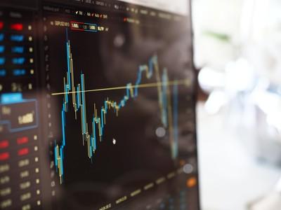 該拿多少錢投資? 理財專家建議:行動前先存好「這兩筆錢」