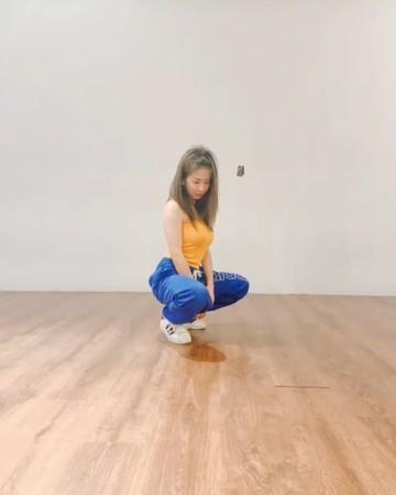 郭書瑤「穿深V小短裙」扭臀辣爆! 23秒熱舞影片狂放電…粉絲激動:啊嘶