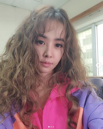 ▲蔡依林捲髮新造型。(圖/翻攝自蔡依林Instagram)