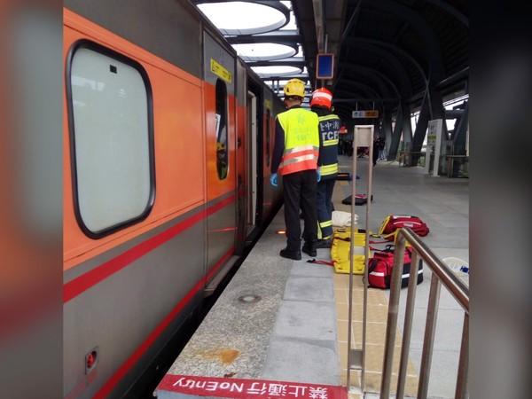 ▲▼台中精武車站發生死傷事故影響,北上部分列車延遲。(圖/民眾提供)