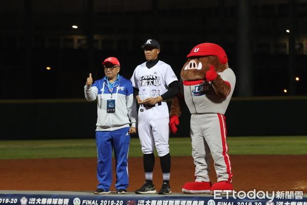 ▲大专棒球赛个人奖。(图/记者杨舒帆摄)