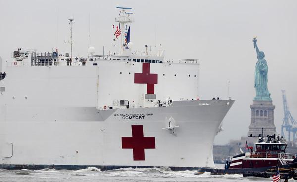 救救紐約!確診6.6萬例「1200人死亡」醫療崩潰 美軍醫院船「安慰號」抵達