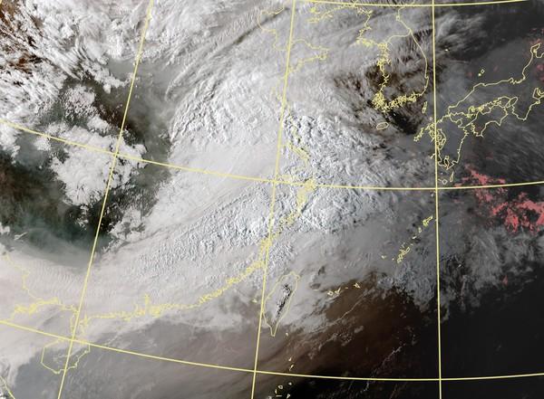 今晚鋒面來了!「雨最多」時間點曝 清明連假北中南東天氣...降雨一波波