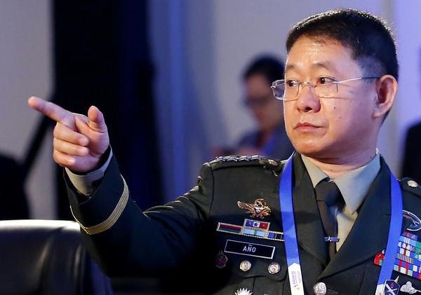 快訊/菲律賓內政部長也中鏢! 「無任何症狀」確診新冠肺炎