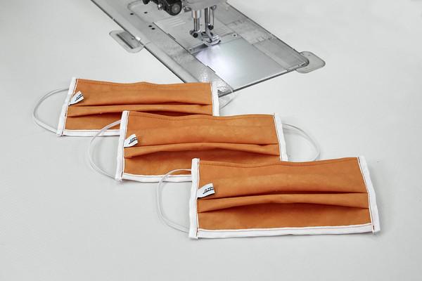 ▲蓝宝坚尼「用超跑生产线制造口罩」!每天做1000个捐给医院抗疫。(图/翻摄自Lamborghini)