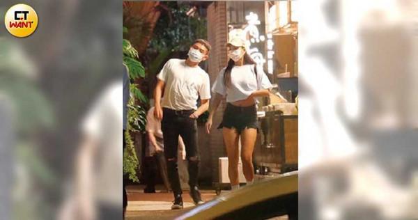 大快朵頤海鮮後,林采緹與口罩男滿足地摸著肚皮走出餐廳。(圖/本刊攝影組)