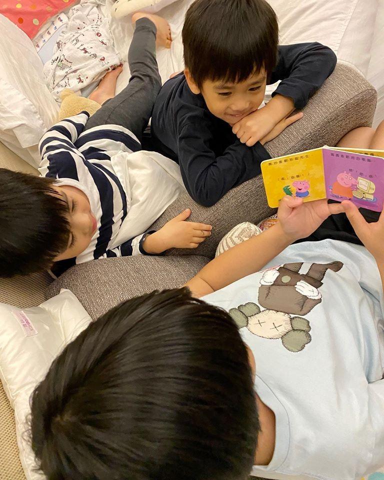 ▲▼ 林志穎上傳Kimi與雙胞胎兒子的相處畫面。(圖/翻攝自林志穎臉書)