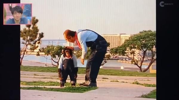 ▲▼志村健錄影結束道別,猩猩小龐追上去討抱。(圖/翻攝自推特)