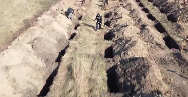 ▲▼烏克蘭某城市挖墳墓超前部署。(圖/翻攝自Facebook/Borys Filatov)