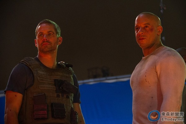 保羅沃克缺席《玩命7》首映...馮迪索講到一半哽咽淚崩