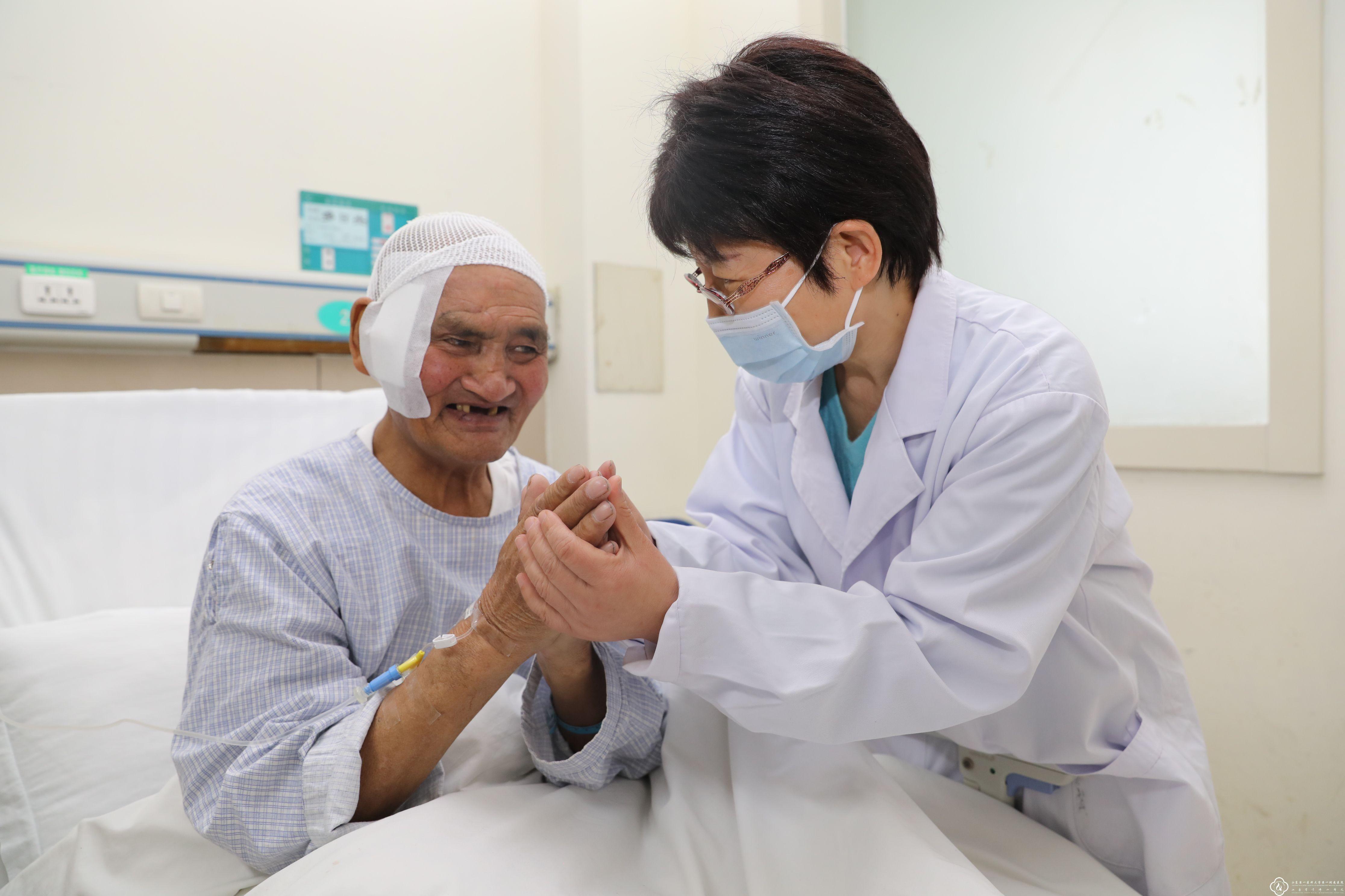 ▲▼老翁腦部有10公分生鏽刀片。(圖/取自山東千佛山醫院)