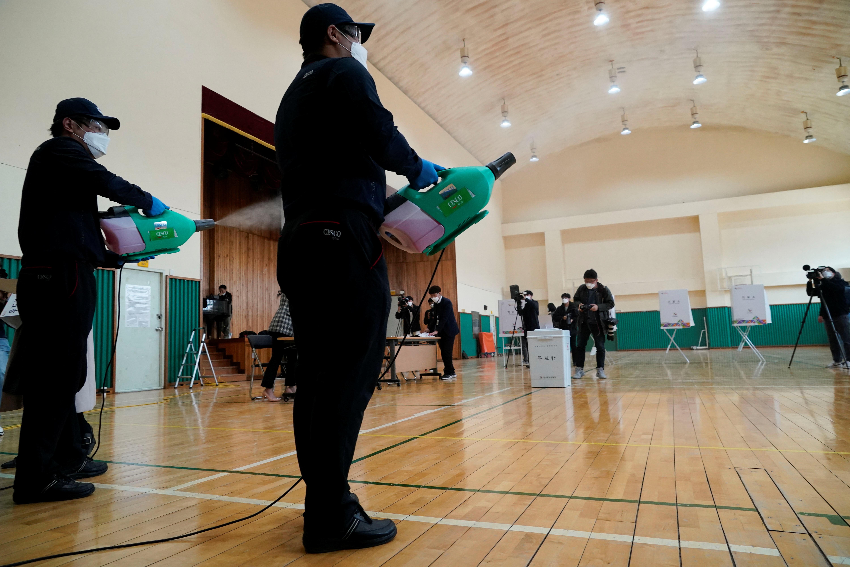 ▲▼南韓在新冠肺炎疫情下,4月15日舉行國會大選(圖/路透社)