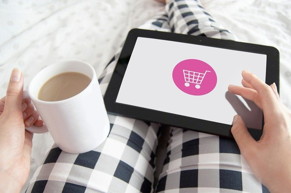 ▲▼ 網購,線上消費,刷卡,滑手機,。(圖/Pixabay)