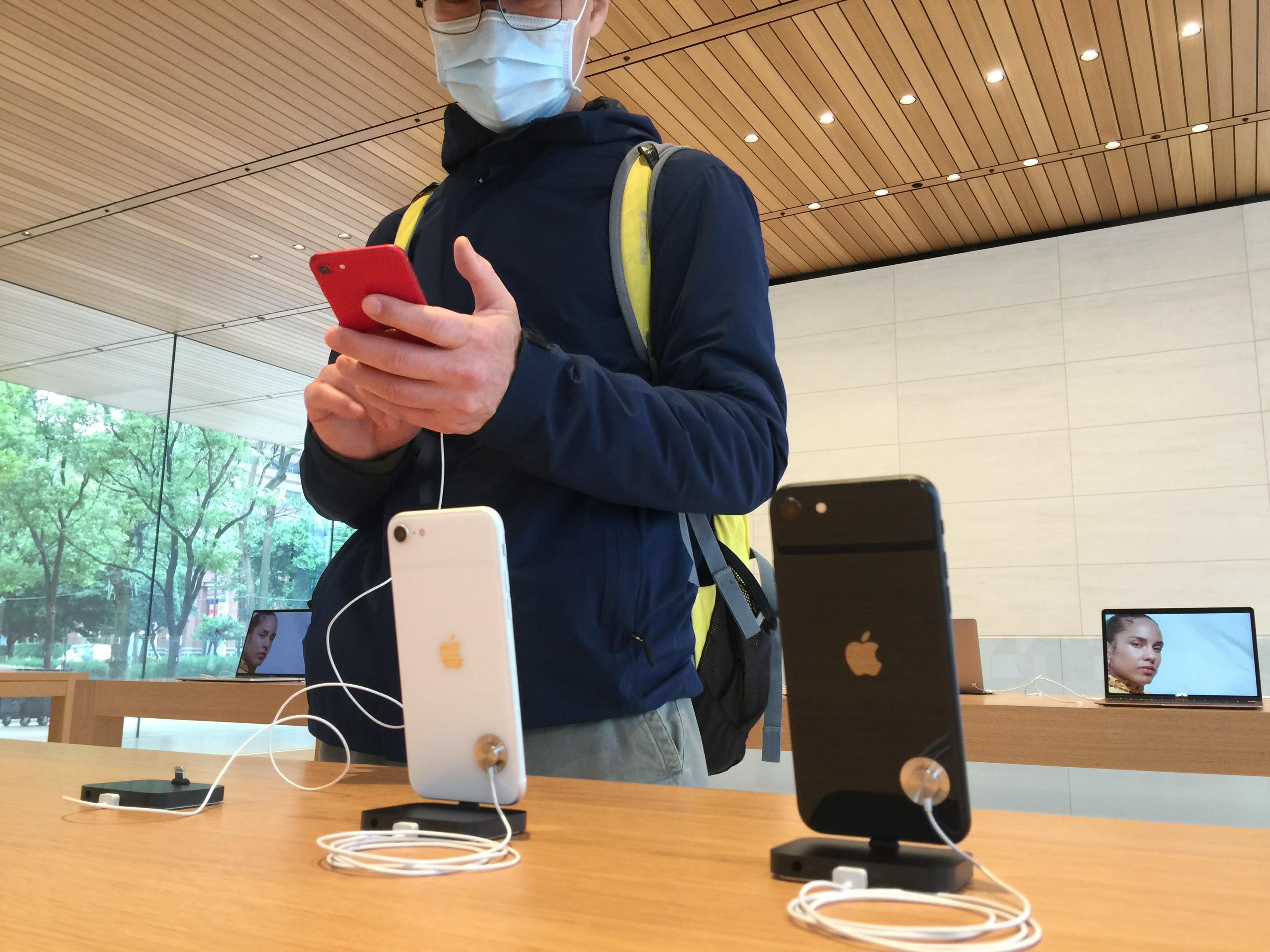 ▲▼    iPhone SE 開賣         。(圖/記者張一中攝)