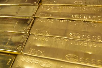 弱美元有助黃金漲勢 伺機布局黃金