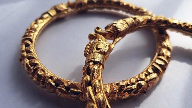 ▲▼男子勒斃妻子閨密後,強行拔下死者手上的金手環(示意圖/取自Pixabay)