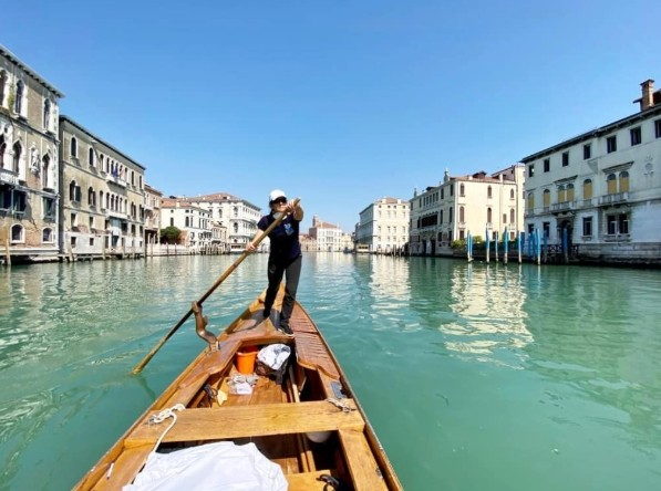 ▲▼ 在威尼斯,非營利組織提供傳統小傳送貨服務。(圖/翻攝自Instagram/rowvenice)
