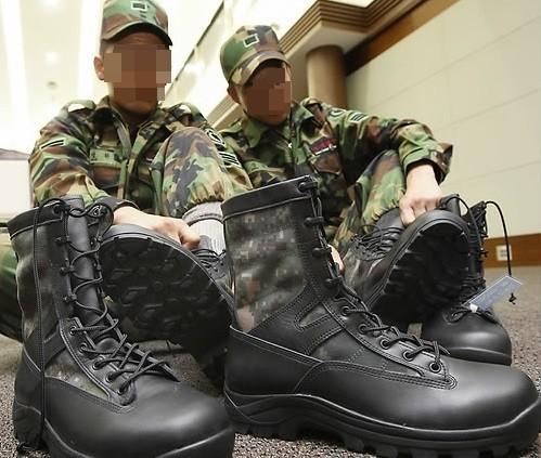 ▲▼軍隊長官、老兵穿軍鞋狠踹新兵胯下(示意圖,非當事者/翻攝自나무위키)