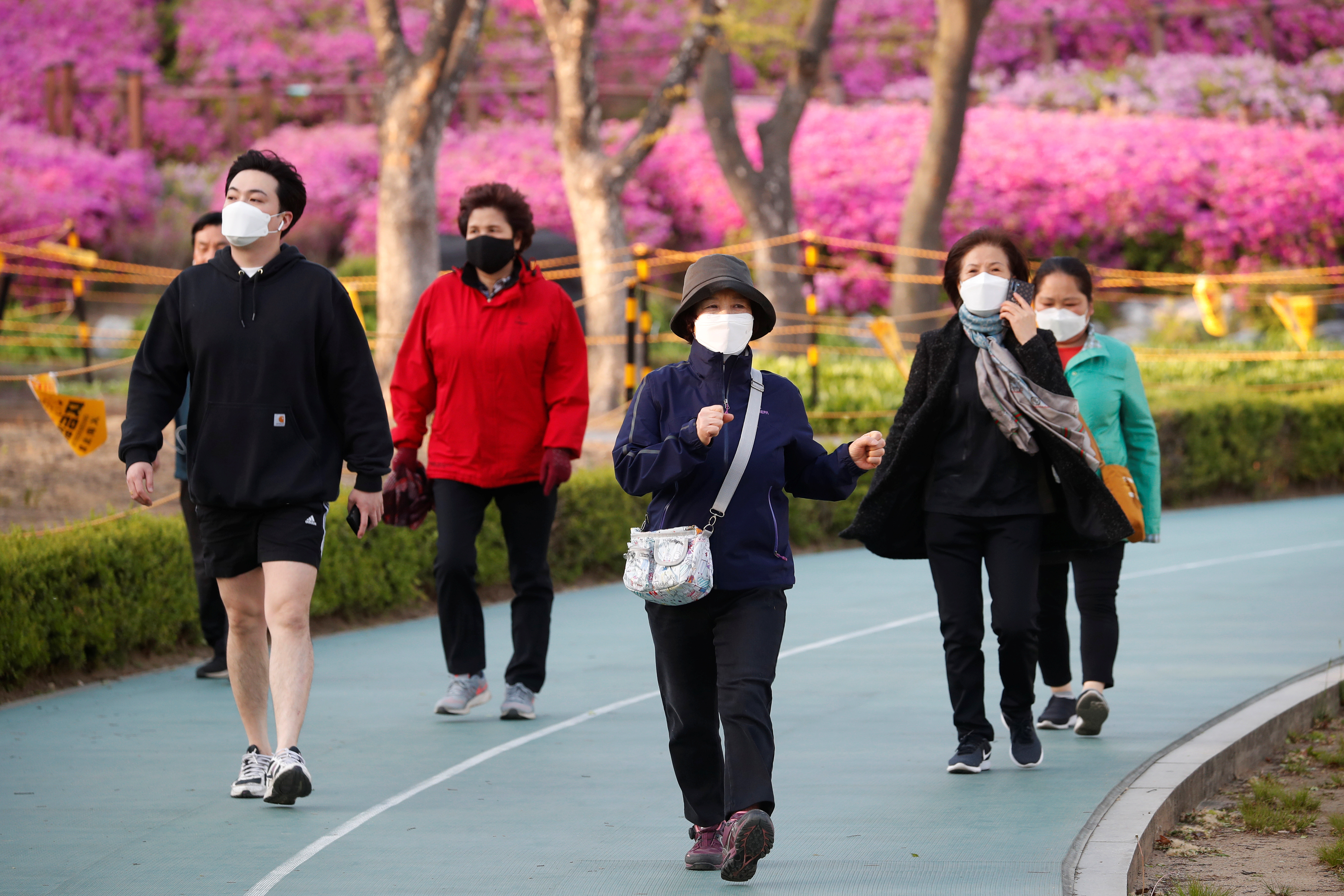 ▲▼南韓,首爾,新冠肺炎,公園散步,疫情緩解(圖/路透社)