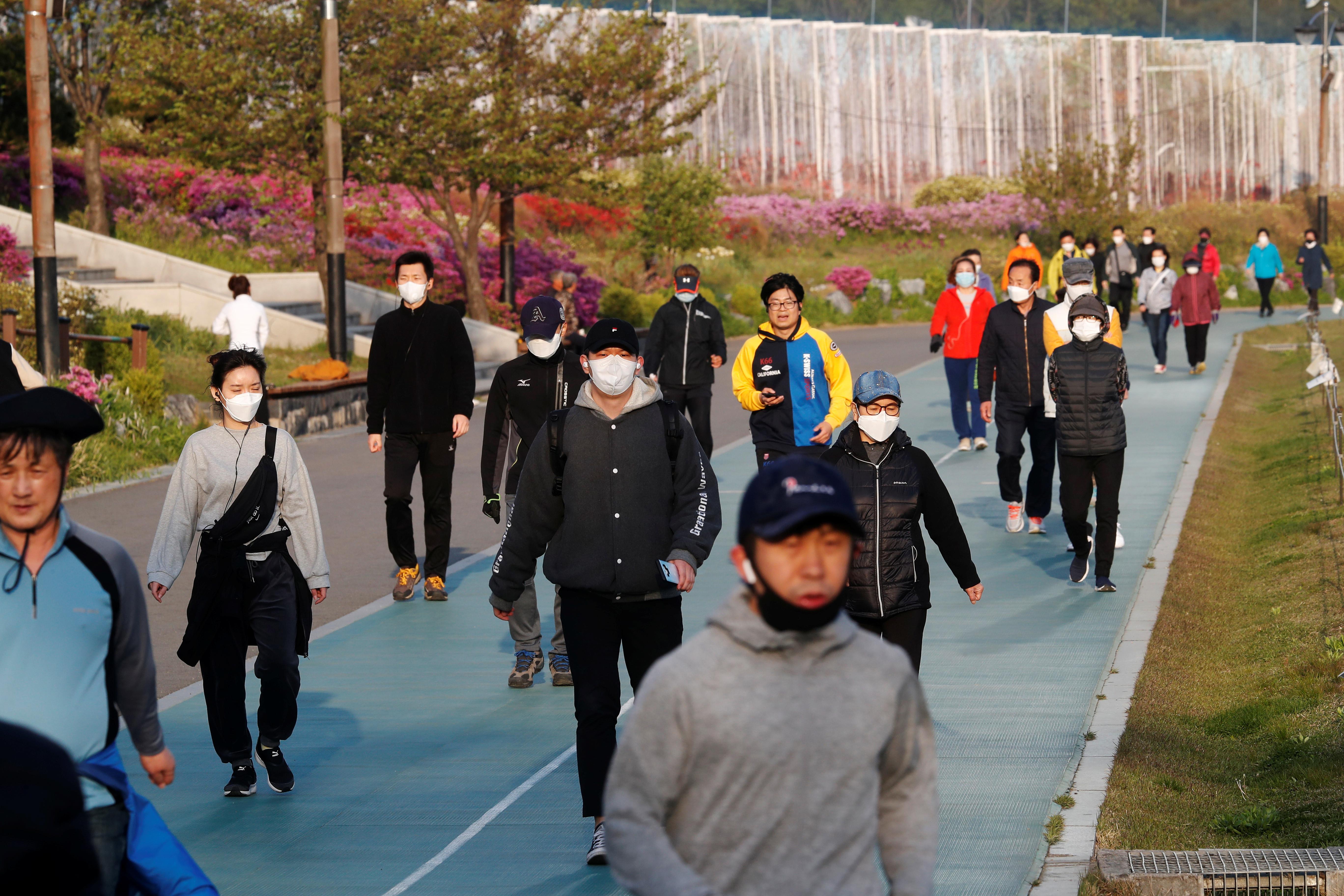 ▲▼▲▼南韓,首爾,新冠肺炎,公園散步,疫情緩解(圖/路透社)