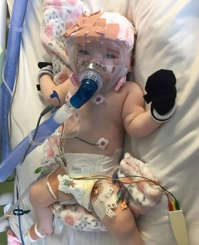 ▲▼六月大女嬰患新冠肺炎,目前已康復。(圖/Facebook/Emma Bates)