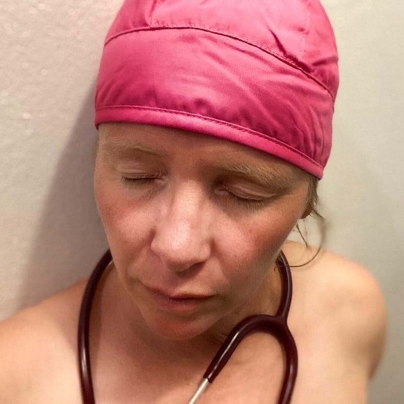 ▲▼連口罩都要自己縫!德醫護發起「裸診」抗議(圖/取自Blanke Bedenken)
