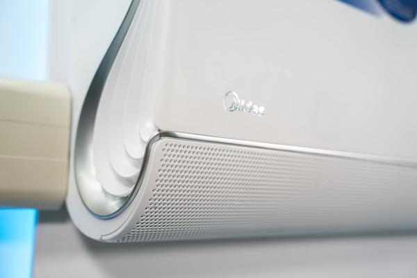 ▲近年許多空調都主打空氣清淨,美的Midea則推「無風感」,三菱電機則用「入門價」新貨搶市。(圖/各品牌提供)