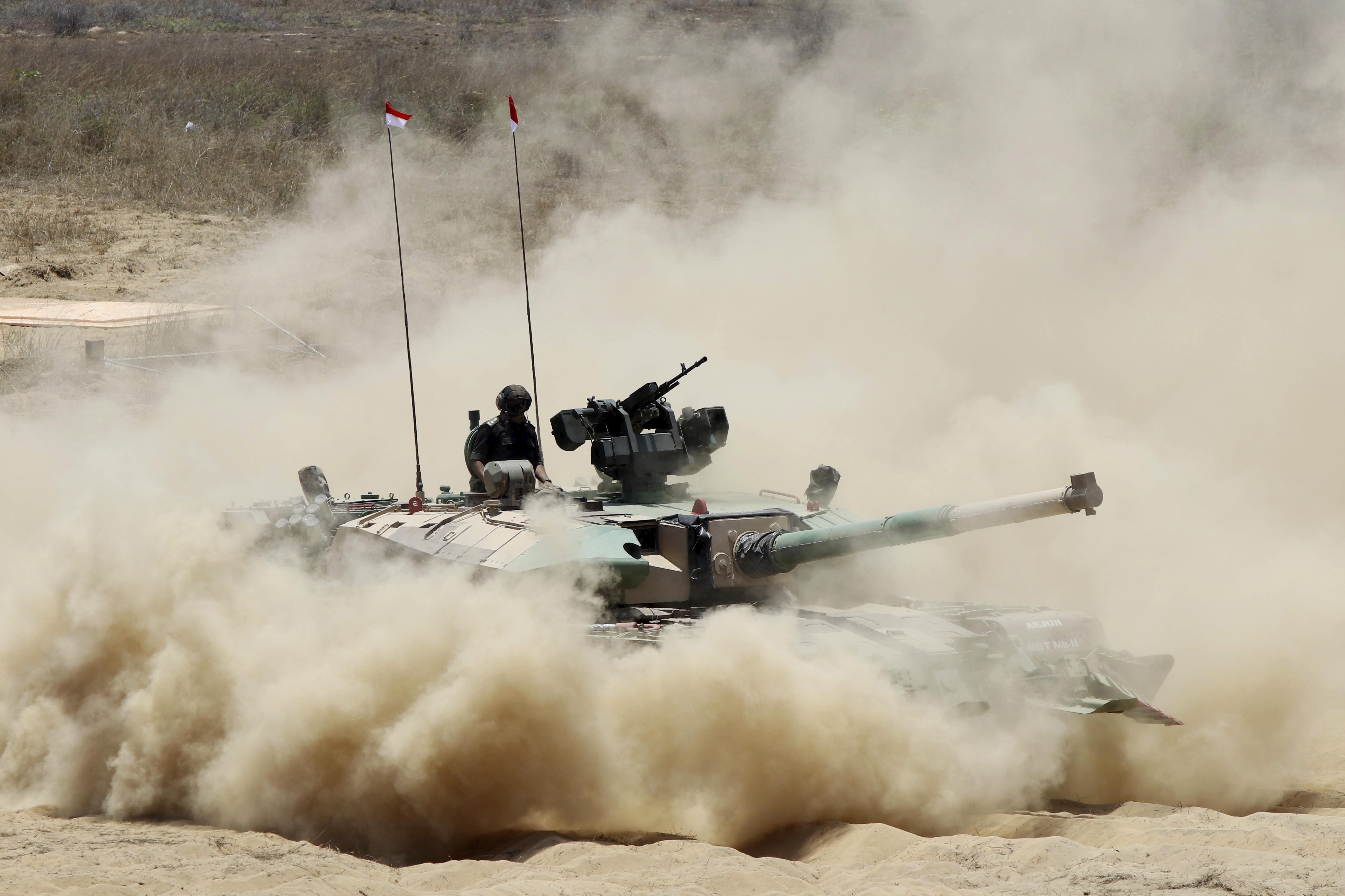 ▲▼印度坦克「阿瓊2型」(Arjun Mark 2)(圖/達志影像/美聯社)
