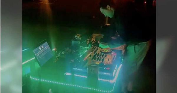 早在信義區當夜店DJ時,胡安即頗有女人緣,過著天天「臨幸」不同人的日子。(圖/翻攝自臉書)