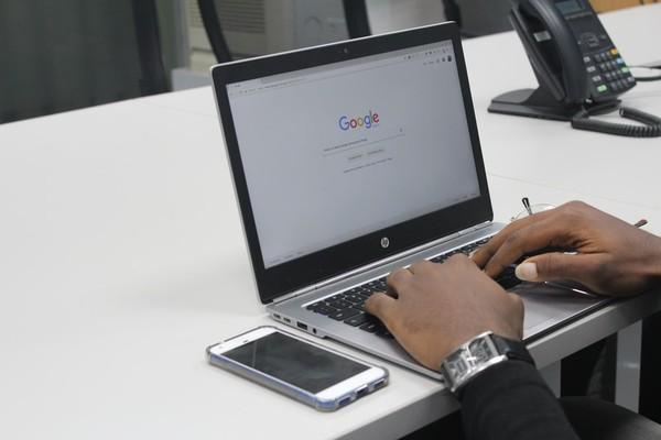 ▲▼以搜尋廣告而言,使用者還是最信賴Google提供的廣告。(圖/取自免費圖庫Unsplash)