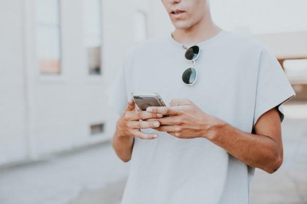 ▲▼現在手機上的網頁平均載入速度是2.2秒,你的網頁夠快嗎?(圖/取自免費圖庫Unsplash)