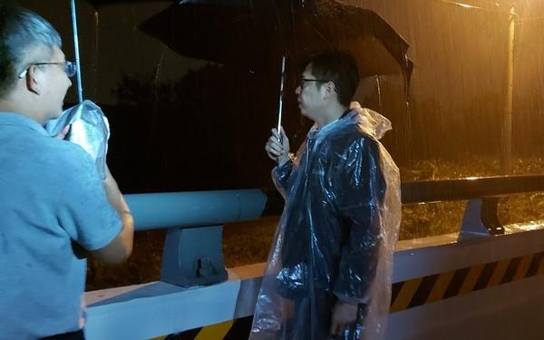 陳其邁冒雨夜奔高雄勘災 柯志恩:元配還未休掉「小三急上位」