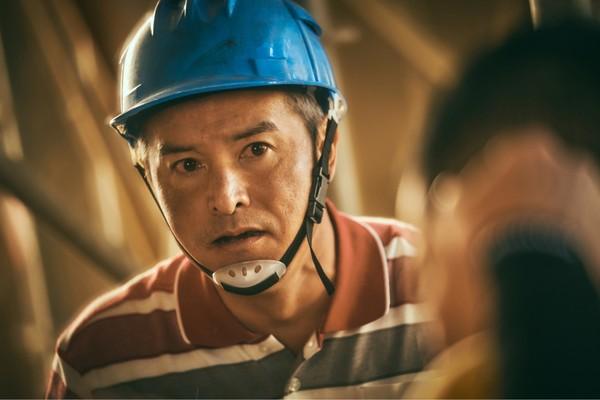 做工的人最傷痛!李銘順目眶紅紅「電光性眼炎」揭鐵工職業病