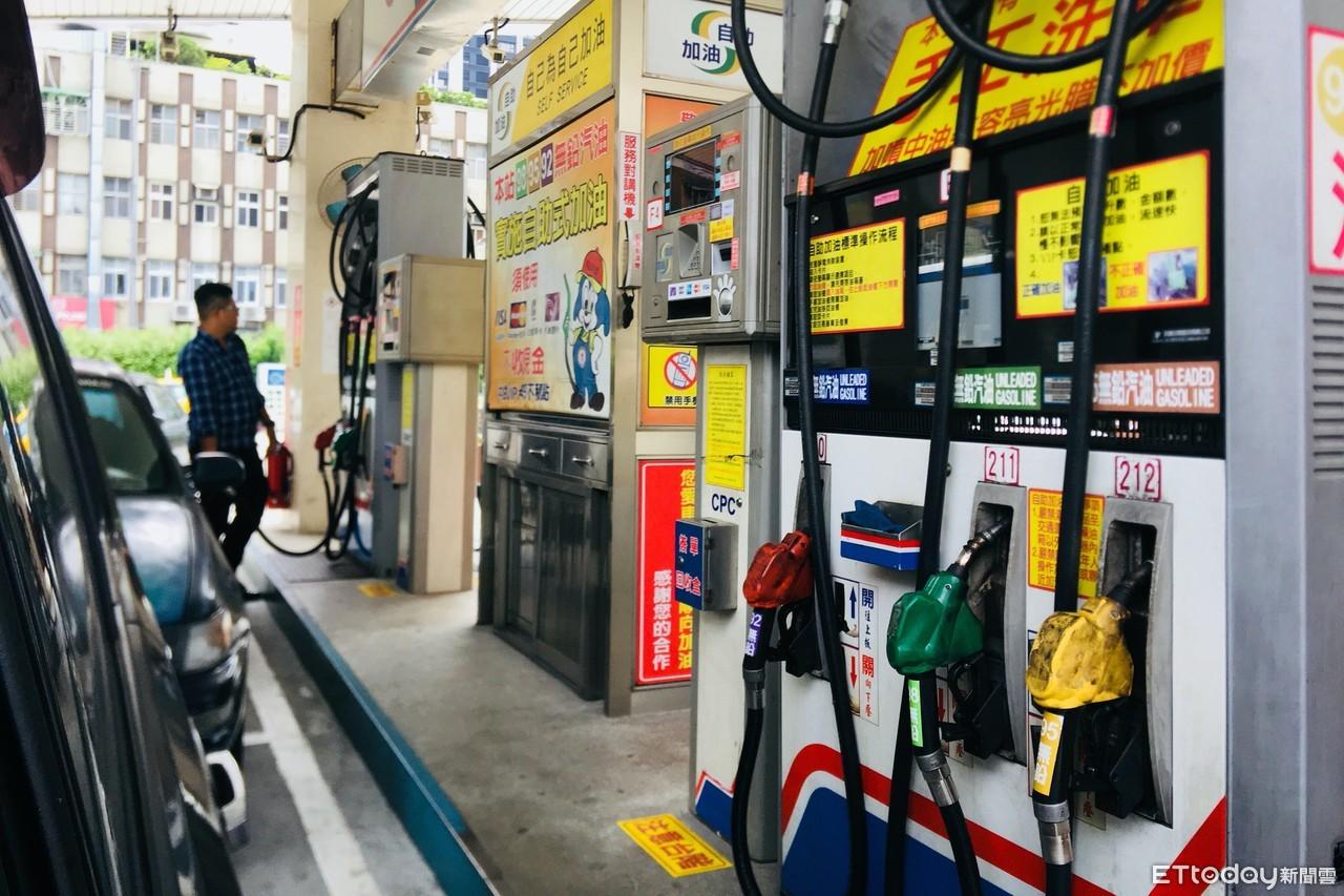 油價二個月來首度調降「加油再等等!」 汽油零售價下周擬降三角