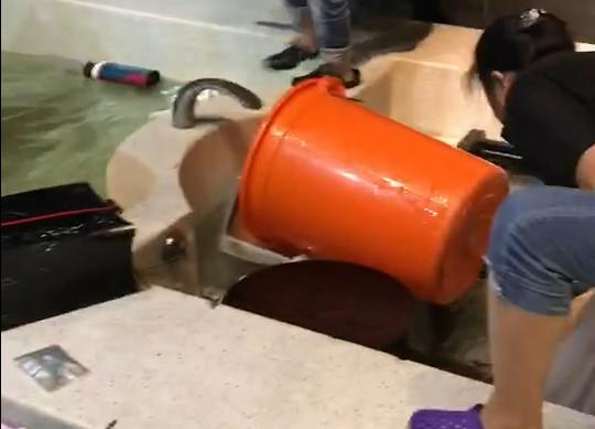 影/影片曝光!桃園汽旅20男女「狂戰5hrs」 大浴池內水全變色